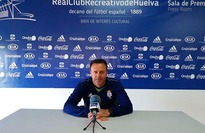 José María Salmerón, entrenador del Recreativo de Huelva, durante la rueda de prensa de este viernes. / Foto: @recreoficial.