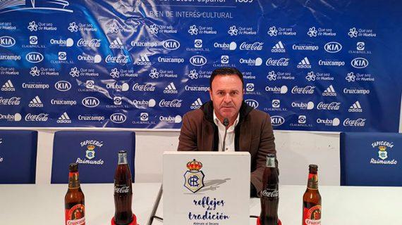 """José María Salmerón quita dramatismo al partido ante el Melilla señalando que """"sólo son tres puntos"""""""