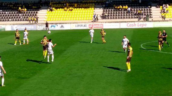 El San Roque salda su enésima final por la permanencia con otro empate con algo de infortunio (1-1)