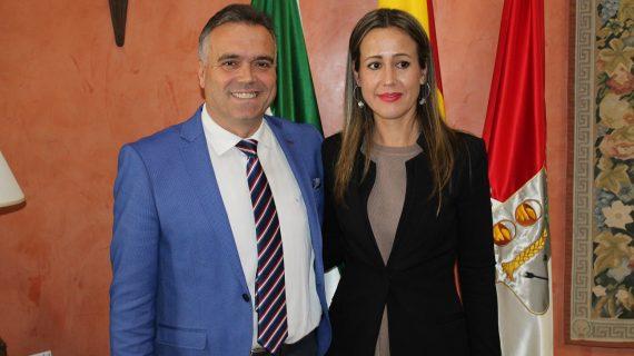 La delegada de la Junta en Huelva, Bella Verano, conoce las inquietudes de los palmerinos