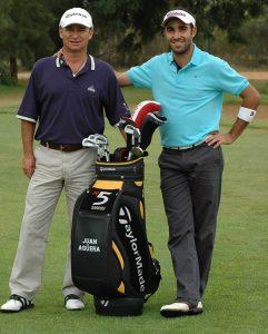 Juan Agüera, con Manu Pulido, su alumno, campeón de España universitario con la UHU. / Foto: J. L. Rúa.