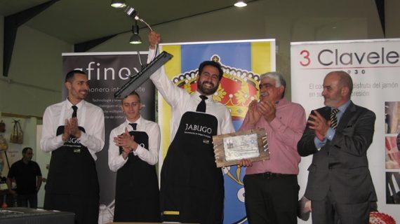 Carlos Zapata García se alza con el primer premio del Concurso de Cortadores de Jamón de Corteconcepción