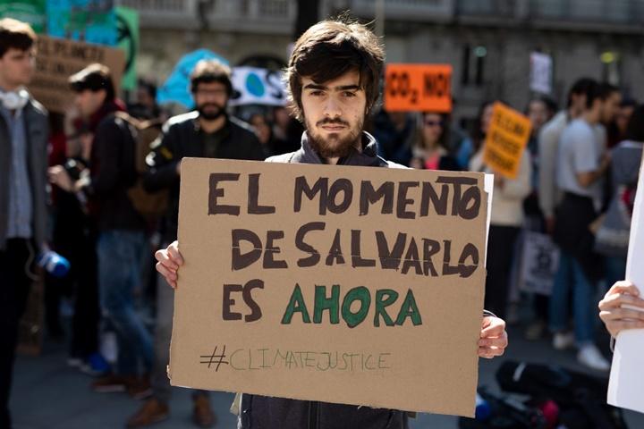 Estudiantes onubenses se unen en la concentración por el clima 'Fridays for future'