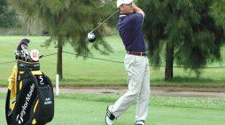 Juan Agüera, 25 años dedicados a la enseñanza del golf en el campo de Isla Canela