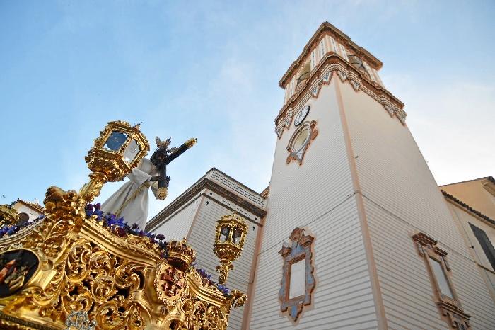 Huelva se hace una al paso de Jesús de la Pasión en el Martes Santo onubense