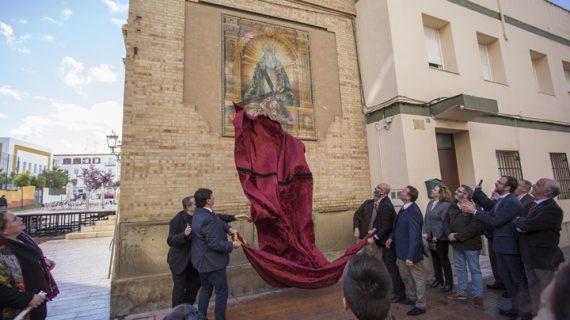 Huelva rotula la calle Virgen del Amor en el marco del 75 aniversario de la Hermandad de las Tres Caídas
