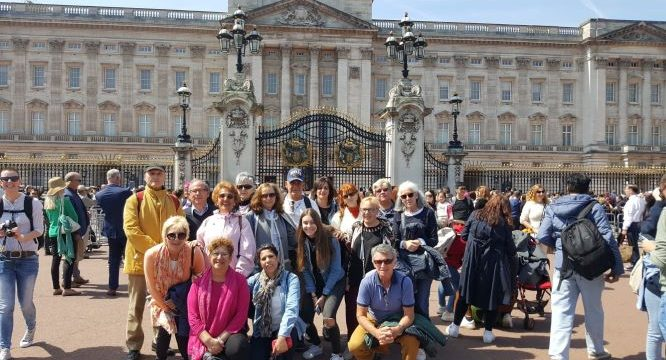 Vecinos de Hinojos de 50 y 78 años viajan a Londres