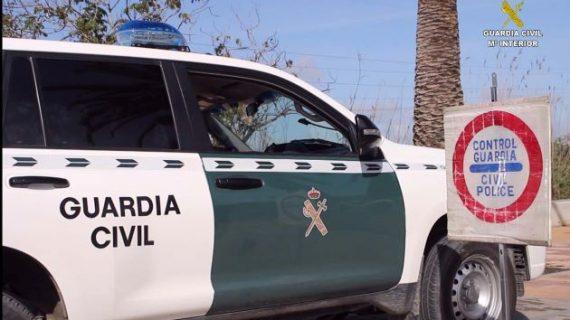 Detenidos tres varones que portaban armas de fuego en su vehículo en el término municipal de Aljaraque
