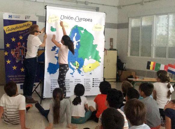 Diputación presenta su Cuentacuentos sobre la Unión Europea a niños y niñas de varios municipios de la provincia