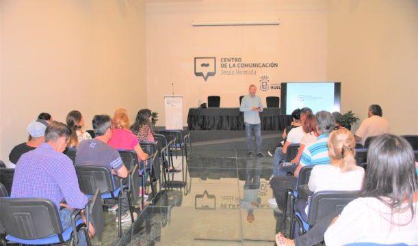 Los internos del Centro Penitenciario de Huelva visitan el Centro de la Comunicación 'Jesús Hermida'