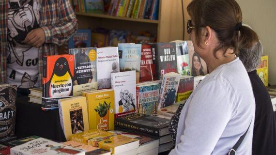La Feria del Libro acoge este viernes unas 15 actividades literarias y de dinamización cultural