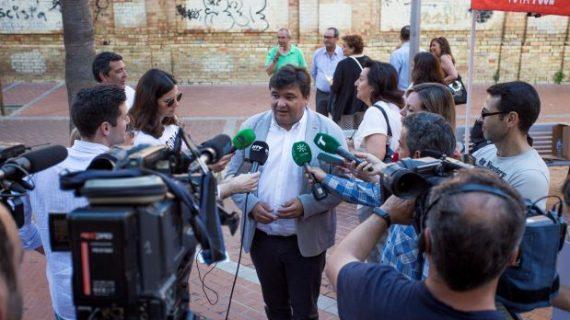 Gabriel Cruz anuncia nuevos trámites para rehabilitar el Cuartel de Santa Fe en Huelva
