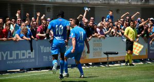 Los jugadores del Fuenlabrada celebran uno de los goles. / Foto: @CFuenlabradaSAD.