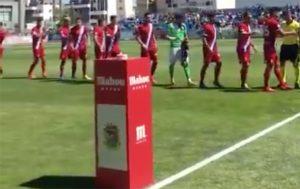Los jugadores del Recre, en los prolegómenos del partido. / Foto: @CFuenlabradaSAD.