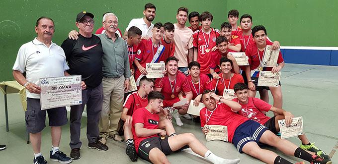Componentes del IES La Rábida, vencedor del VII Trofeo de Fútbol a beneficio de Cáritas.