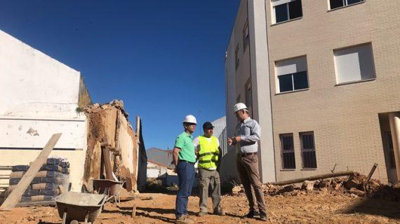 Valverde continúa las obras de apertura del Valle de la Fuente con cinco nuevas demoliciones
