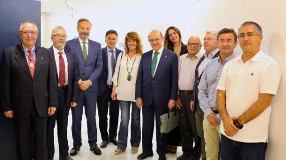 El magistrado del Tribunal Constitucional Andrés Ollero deleita en Huelva con claridad y rigor