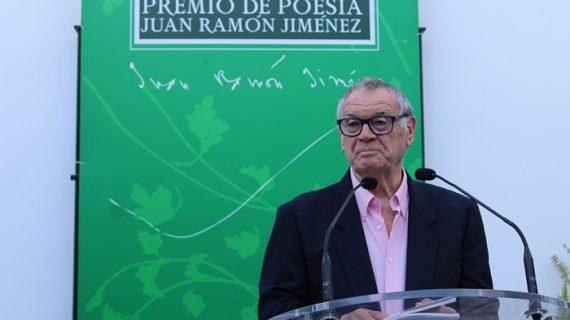 Manuel Jurado recibe el XXXIX Premio Juan Ramón Jiménez de Poesía por 'La destrucción del cielo'
