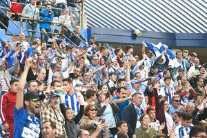 Los aficionados albiazules ya conocen que el partido en Fuenlabrada será el domingo a las 12:00. / Foto: Pablo Sayago.