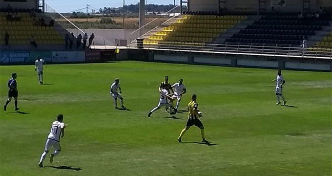 El San Roque regala una 'romería' de esperanza a su gente con una victoria muy 'Bella' ante el Ceuta (4-2)