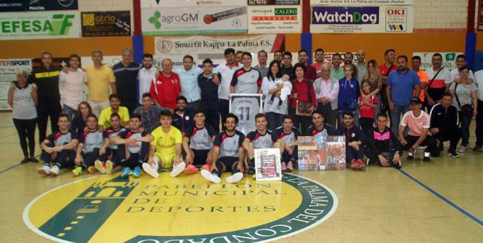 Al final del partido José Ángel recibió el homenaje de sus amigos, compañeros, rivales y familiares sobre la pista.