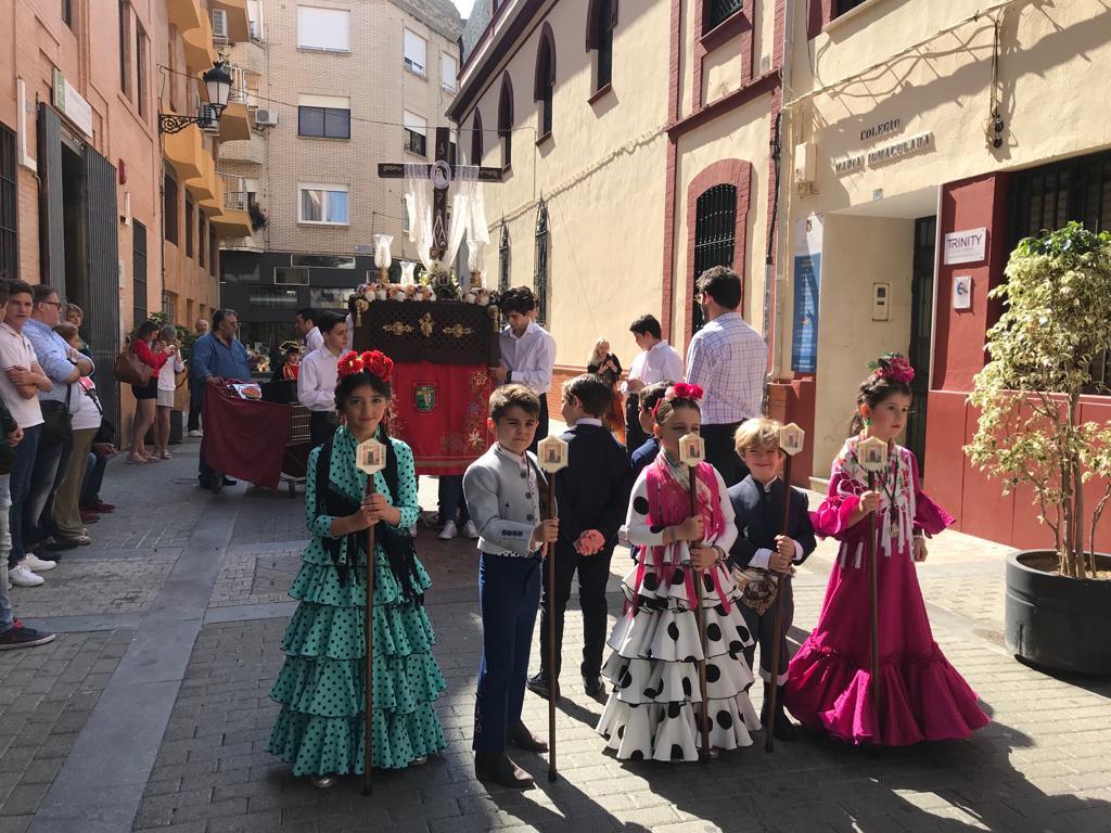 Los alumnos del colegio María Inmaculada celebran su tradicional Cruz de Mayo