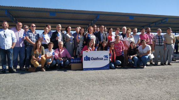 Giahsa y Fundación Cajasol distribuyen 35.000 botellas de agua entre las hermandades del Rocío de la provincia