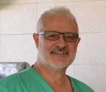 El doctor onubense Juan Carlos Gómez recorre África y Asia para reducir la mortalidad por hernia