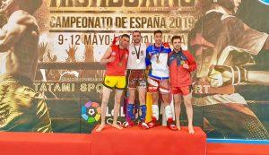 Miguel Ángel Fernández, en el podio con la medalla de plata de subcampeón de España.
