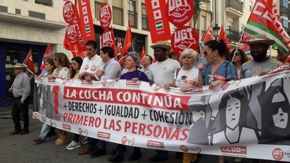 Miles de onubenses se manifiestan este 1 de mayo bajo el lema 'Primero las personas'