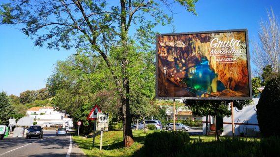 La Gruta de las Maravillas renueva su imagen publicitaria para atraer al turismo