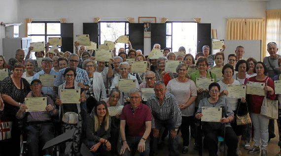 Más de 70 mayores onubenses obtienen su título por participar en el Taller de la Memoria del Cristina Pinedo