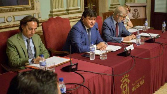 El Pleno constituye los grupos políticos y define el organigrama del Gobierno del Ayuntamiento de Huelva