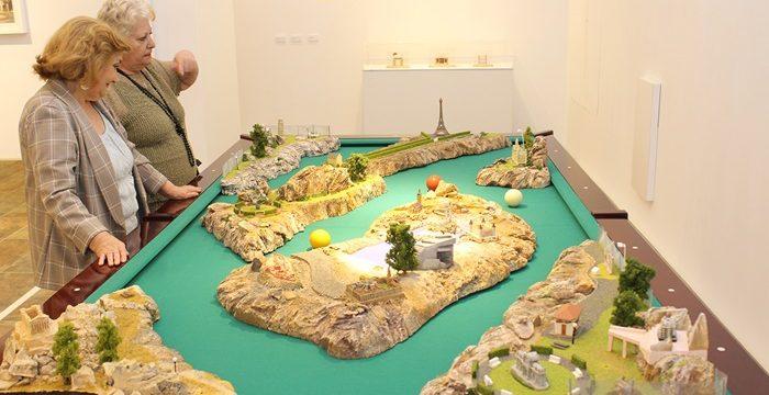 La reflexión paisajística y de la territorialidad expresadas en la muestra 'El escalador de panoramas'