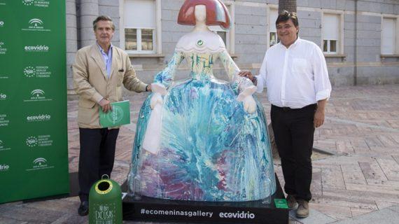 'Ecomeninas Andalucía Gallery' improvisa un museo callejero en Huelva para fomentar el reciclado de vidrio