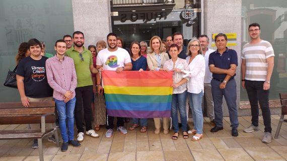 La Subdelegación del Gobierno manifiesta su compromiso con el colectivo LGTBI con el despliegue de la bandera