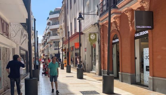 Comienza la instalación del entoldado en las calles comerciales del Centro de Huelva