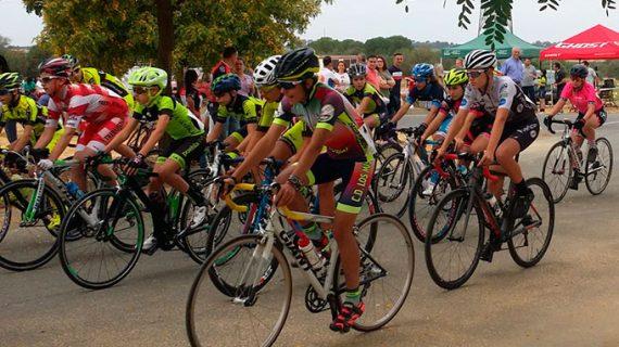 Bollullos acogió el domingo con éxito el LIX Circuito San Antonio de ciclismo