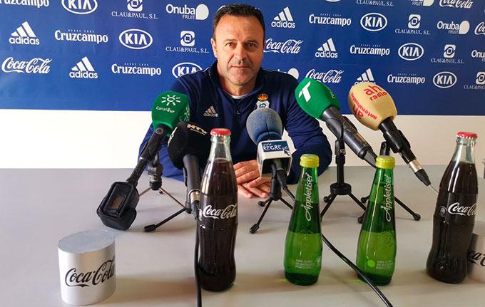 José María Salmerón, en su comparecencia este viernes ante los medios. / Foto: @recreoficial.