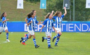Las jugadoras del Sporting celebran el gol de Erika, que les dio el triunfo ante el Fundación Albacete.
