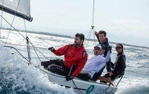 La tripulación del Lumar Canarias celebra el segundo puesto en el Open de España de J70. / Foto: Laura Carrau.
