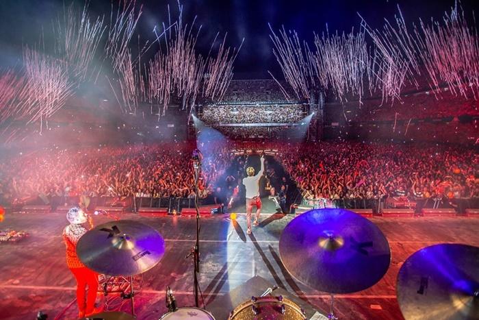 Manuel Carrasco canta ante 45.000 personas en su esperado concierto de Sevilla