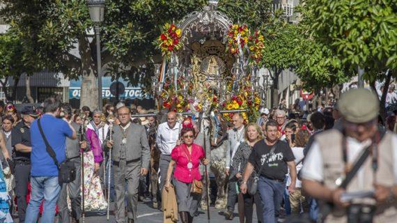 El monumento a la Virgen del Rocío acoge mañana la ofrenda floral a la Hermandad de Emigrantes