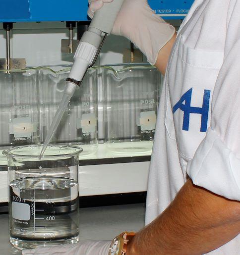 Aguas de Huelva defiende la calidad del agua del grifo frente a las prácticas publicitarias de empresas de venta de filtros