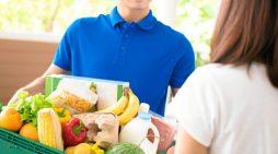 Trabajadores de Damas donan al Banco de Alimentos de Huelva parte de su comida