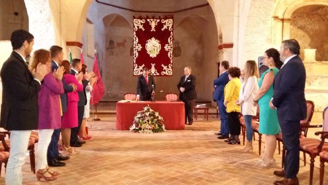 Aracena constituye su nuevo Ayuntamiento en un marco singular, la Iglesia de Santo Domingo, y proclama como alcalde a Manuel Guerra
