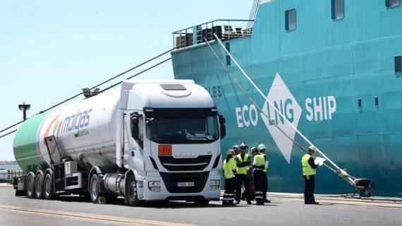 Primera operación de bunkering de GNL de camión a barco en el Puerto de Huelva