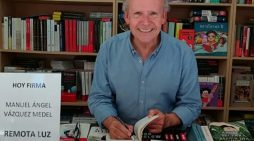 Vázquez Medel presenta el libro 'Remota luz' en el Centro de la Comunicación 'Jesús Hermida'