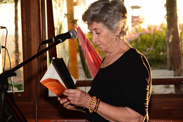 Poesía internacional en la noche de San Luís de Isla Canela