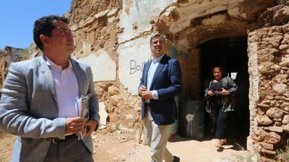 Avanzan las actuaciones de mejora del Castillo de Niebla y el Dolmen de Soto